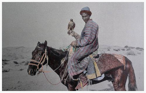 A Chinese hunter with Falcon -Photography by C.G. Mannerheim, photo of 1906 - 1908