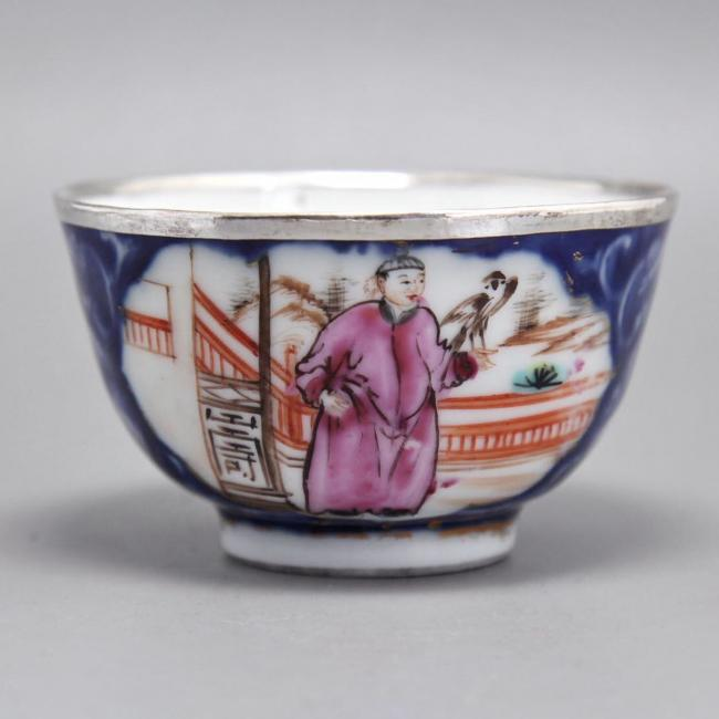 Blue and white porcelain & famille-rose porcelain cup of Emperor Qianlong (1711-1799) of the Qing Dy