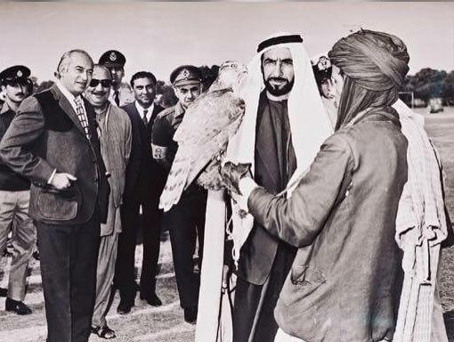 A Picture of Prime Minister of Pakistan showning Goshawk to President of UAE on his visit to Pakista