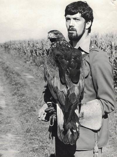 Czech falconer Milan Straka with his birds in 1985